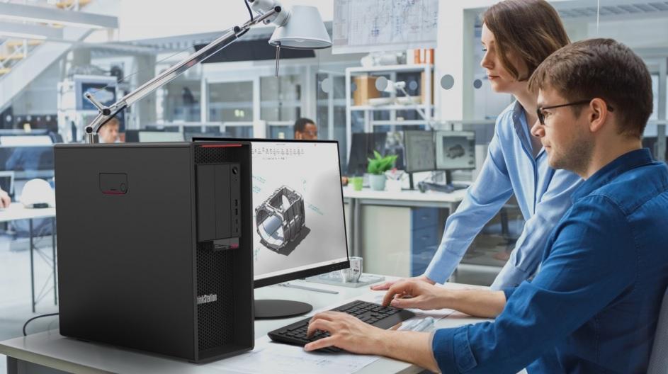 ThinksStation PC in technischer Laborumgebung mit zwei Personen
